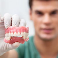 выбор зубного протеза
