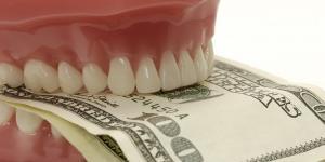 как можно сэкономить на протезировании зубов