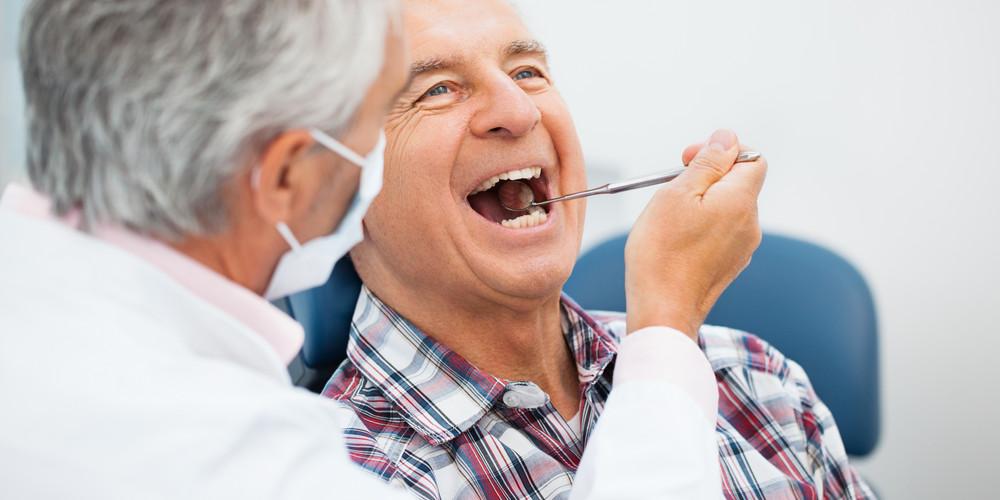 Уход за зубными имплантами
