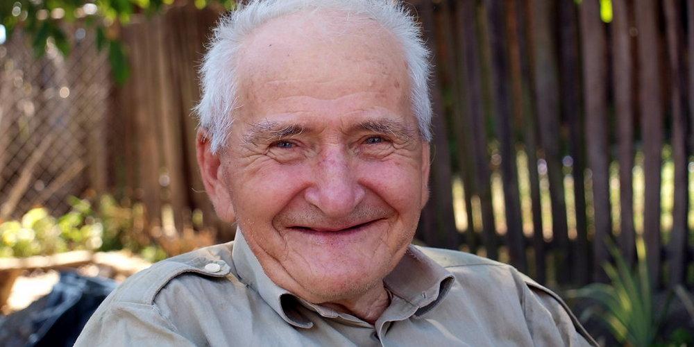 В пожилом возрасте имплантация может быть противопоказана